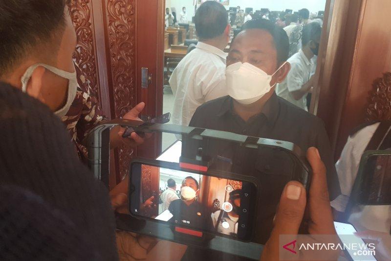 Bupati Bekasi minta perusahaan segera laporkan temuan kasus positif COVID-19