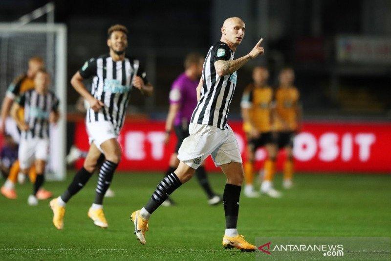 Adu penalti selamatkan wajah Newcastle di Piala Liga