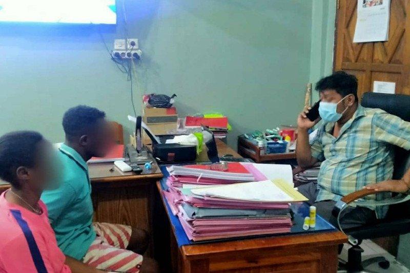 Sepasang kekasih ditangkap polisi karena curi beras di gudang Bulog