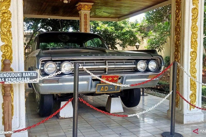 Mobil dinas Ahmad Yani di Museum Lubang Buaya