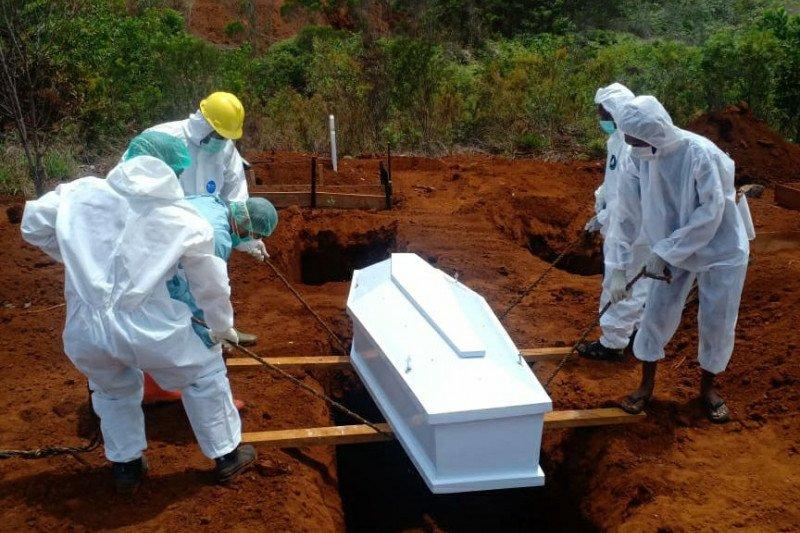 UP2KP-Dinkes dan PUPR makamkan tiga pasien COVID-19 di Kota Jayapura