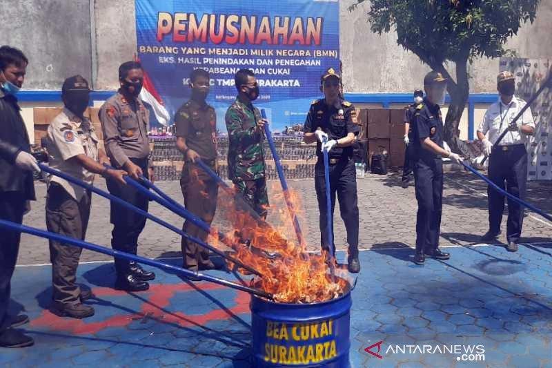 Bea Cukai Surakarta memusnahkan barang ilegal senilai Rp1,28 miliar