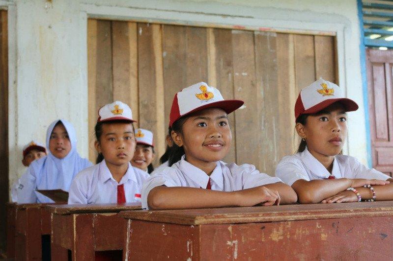 SGM Eksplor dan Lazada berikan donasi beasiswa pendidikan
