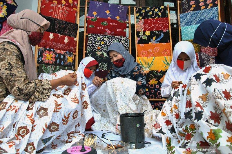 Hari Batik Nasional - Memaknai nilai batik di tengah pandemi