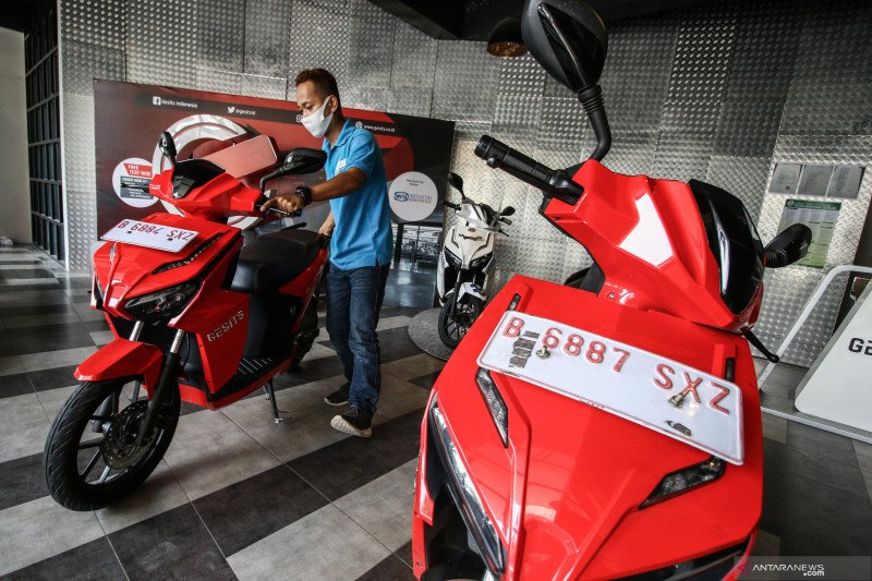 Kemarin, percepatan industri motor listrik hingga investigasi Garuda