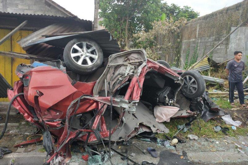 Empat orang meninggal dalam kecelakaan mobil di Sleman