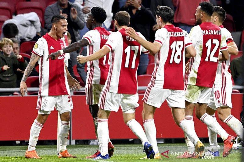 Ajax mempecundangi Heerenveen 5-1