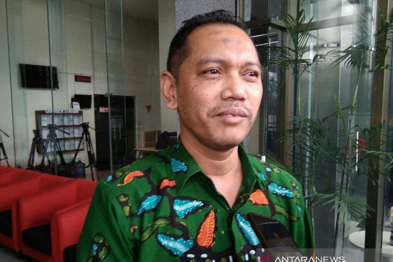 Hukuman koruptor dikurangi, Pimpinan KPK temui MA