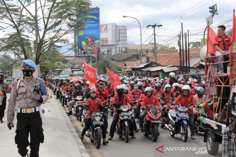 Aksi unjuk rasa buruh sempat padati Jalan Raya Bandung-Garut