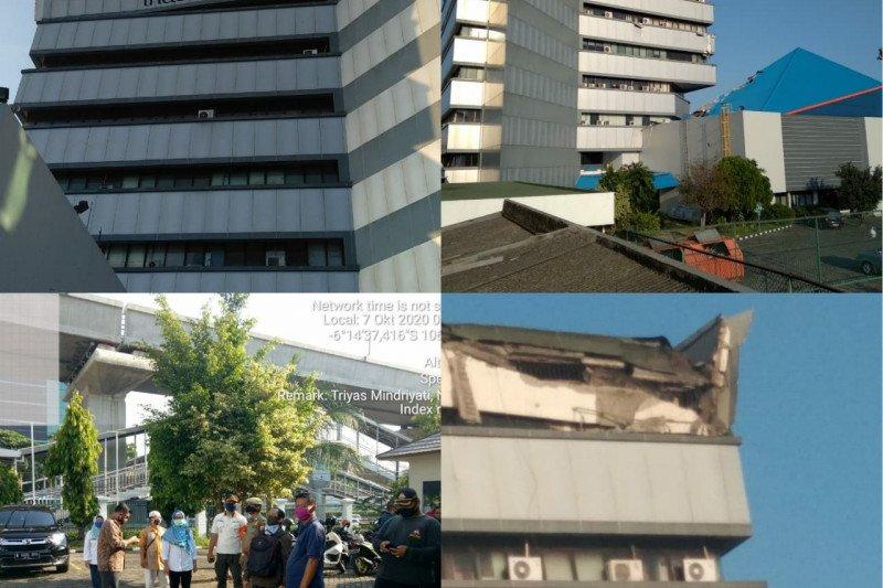 Atap gedung Film di MT Haryono runtuh