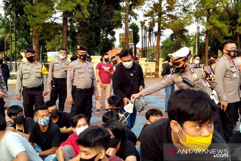 Polisi Subang tangkap pengunjukrasa yang merusak dan mencoret fasilitas umum