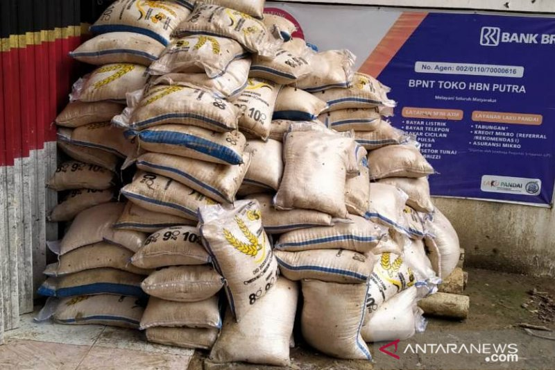 Dinsos Cianjur ganti beras bansos yang terendam banjir