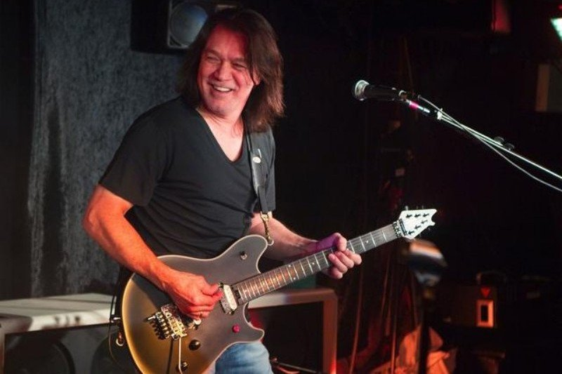 Gitaris legenda Eddie Van Halen meninggal dunia  akibat  kanker
