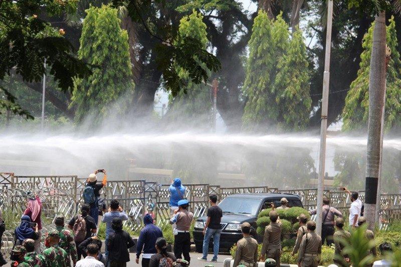 Aksi demo di kantor Pemprov Lampung