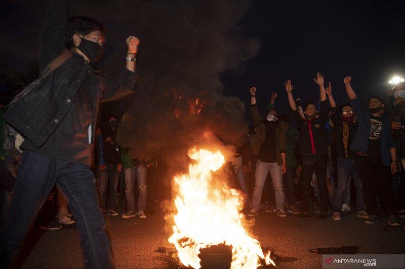 Aksi Tolak Omnimbus Law di Palembang Berakhir Ricuh