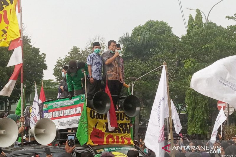 Fraksi PKS-Demokrat DPRD Bogor ikut berdemo tolak UU Cipta Kerja