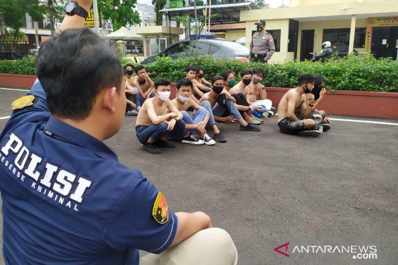 Puluhan pelajar dan remaja berjaket hitam diamankan