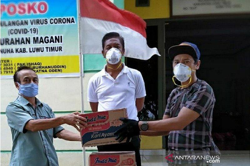 Relawan Kelurahan Magani Lutim salurkan bantuan kepada warga terdampak COVID-19