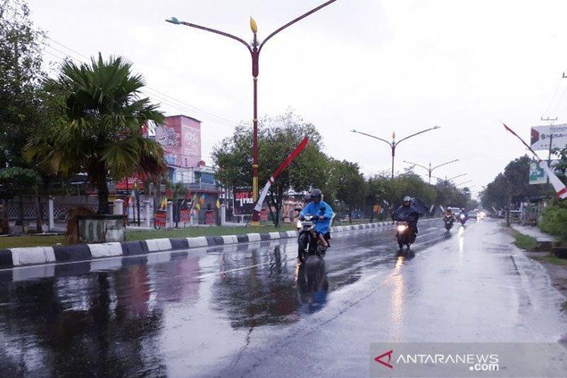 BMKG ingatkan potensi hujan disertai angin kencang di Kalimantan Tengah
