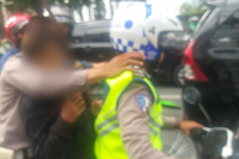 Polisi amankan remaja bawa samurai sebelum unjuk rasa di DPRD Medan