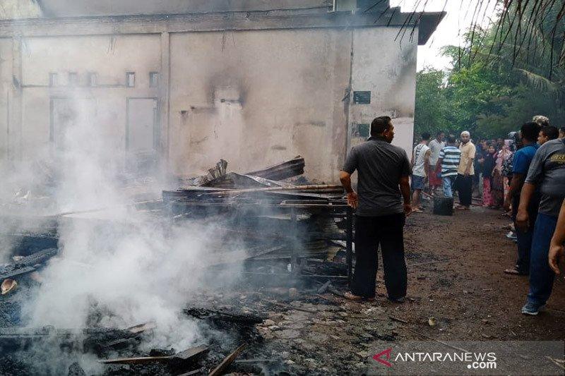 Rumah kades ludes terbakar, dua mahasiswi Akper meninggal dunia