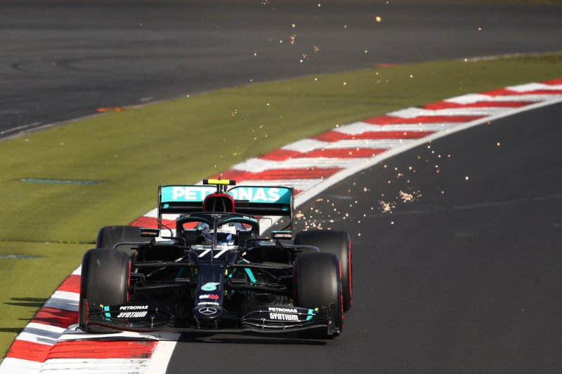 Valtteri Bottas kalahkan Hamilton untuk rebut 'pole position' GP Eifel