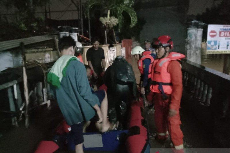 52 warga di tiga kecamatan dievakuasi damkar akibat banjir