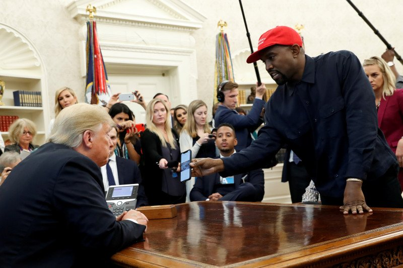 Rapper Kanye West rilis video kampanye pertama