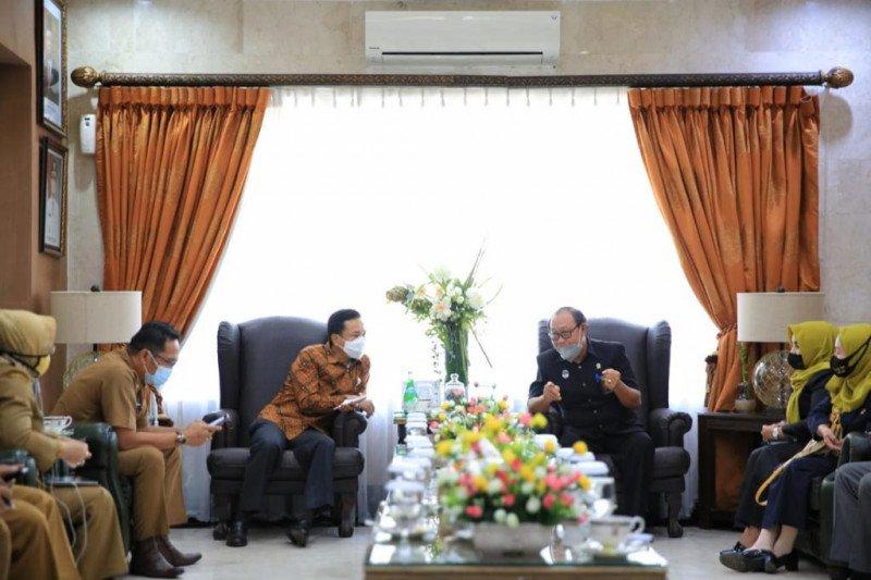 "Ratusan ""suami-istri ilegal"" dinikahkan pada HUT ke-413 Makassar"