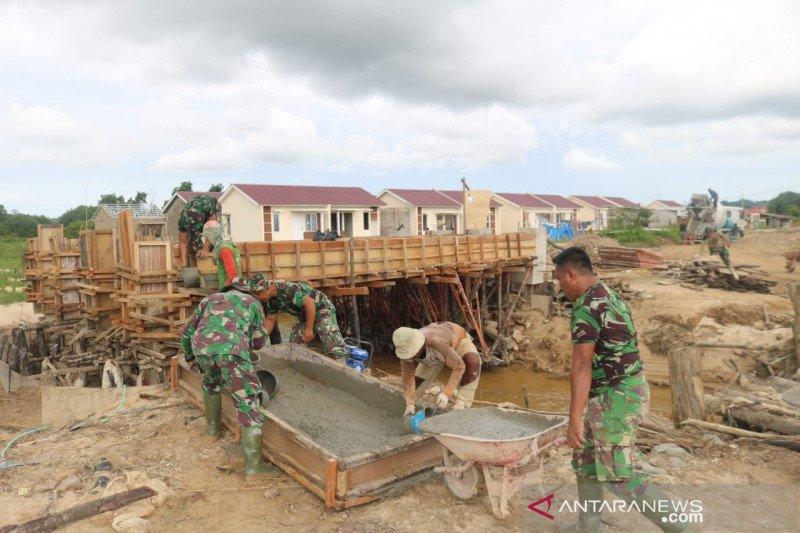 Satgas TMMD bersama warga selesaikan pengerjaan jembatan di Tarakan