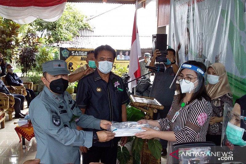 Bakamla RI serahkan bantuan pangan dan APD di Kabupaten Sangihe