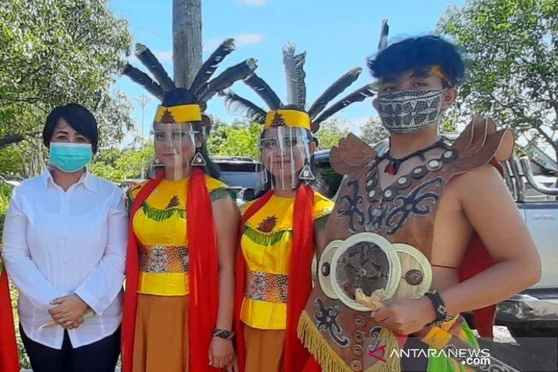Legislator Gumas apresiasi penerapan protokol kesehatan oleh penari tradisional