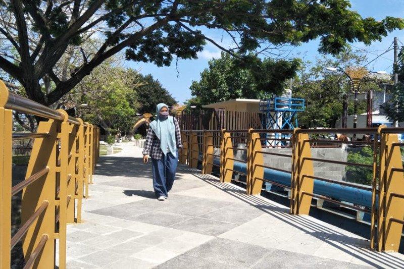 Wali Kota Mataram meninjau pembangunan Taman Bako yang dibiayai Pusat