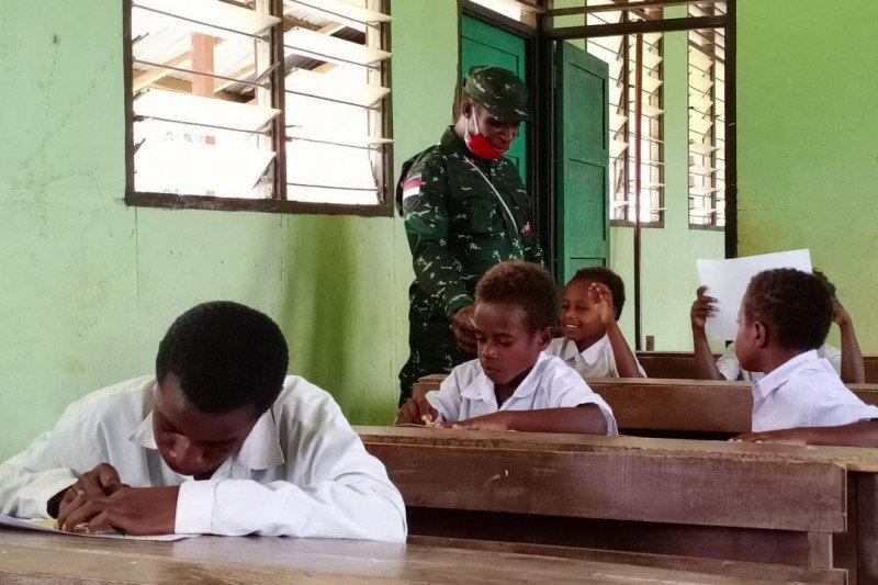 Satgas TMMD gelar lomba mewarnai siswa SD YPPK Kampung Kakuna