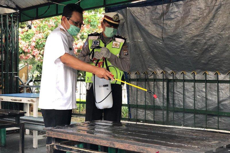 Yogyakarta  membagikan alat disinfeksi untuk cegah persebaran corona