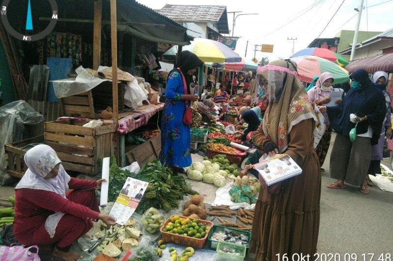 Kaum emak-emak di Padang Pariaman sosialisasikan program Papa Juara hingga ke pasar