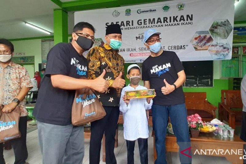 KKP berikan produk ikan bagi anak yatim dan dhuafa di Kota Bekasi