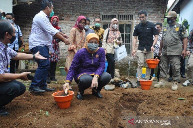 Kemenaker-Kemendes membangun 1.000 sanitasi perdesaan