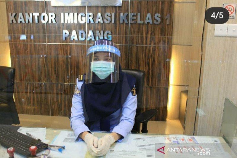 Kantor Imigrasi Padang Wajibkan Pengurus Paspor Terapkan Protokol Kesehatan Antara Sumbar