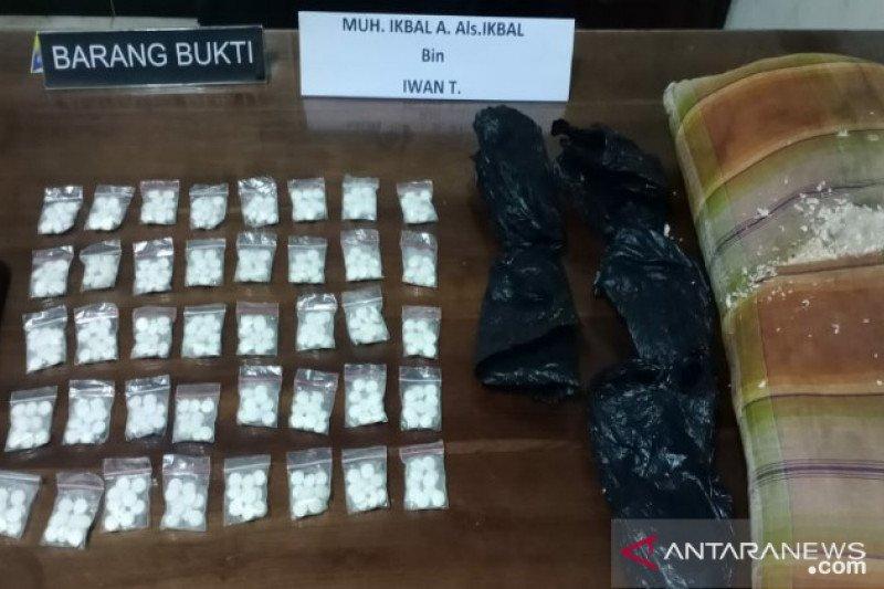 Polda Sulawesi Tenggara bekuk dua pemuda edarkan ratusan pil PCC jaringan Sulsel