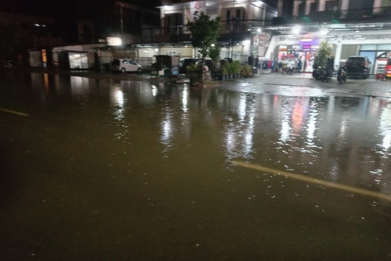 Air pasang rob genangi beberapa lokasi di Tarakan
