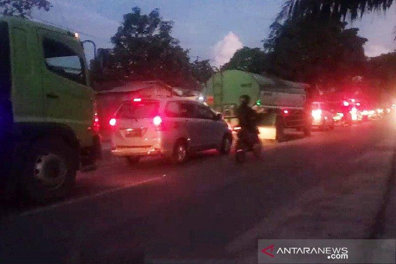 Banjir picu kemacetan panjang di Sampit