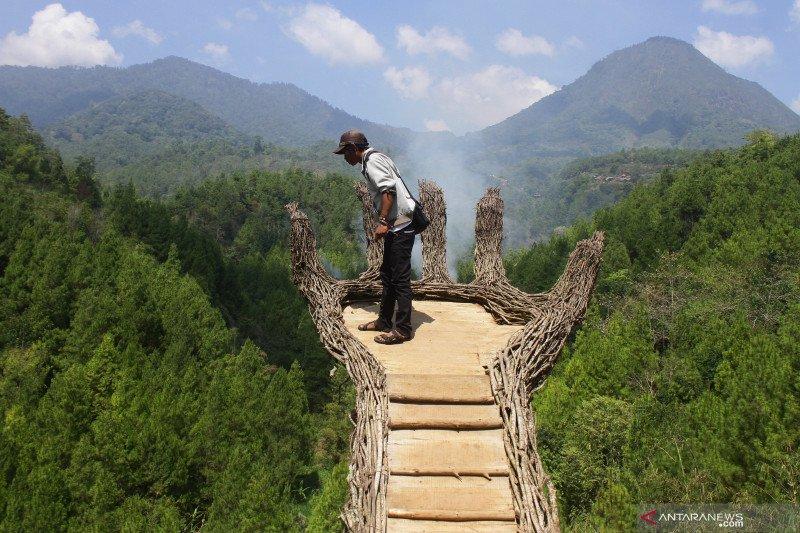 Pandemi, staycation saat libur panjang dan sandyakala pariwisata Indonesia