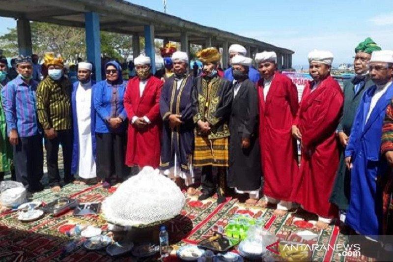 Ritual adat Tuturangiana Batupoaro dalam rangkaian HUT Baubau ke-479 dilaksanakan sederhana