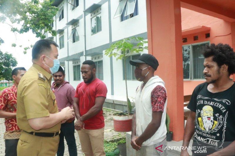 Pjs Wali Kota kunjungi mahasiswa ULM asal Papua