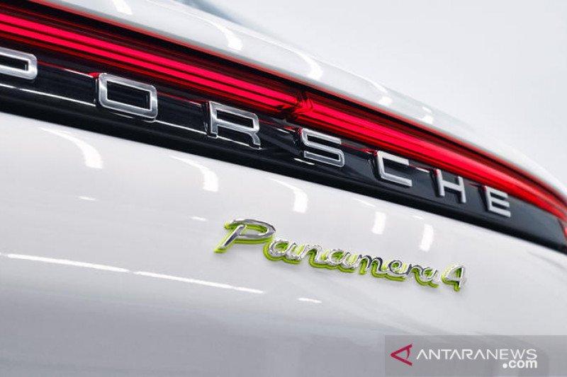 Porsche merilis Panamera Turbo E-Hybrid bermesin Biturbo