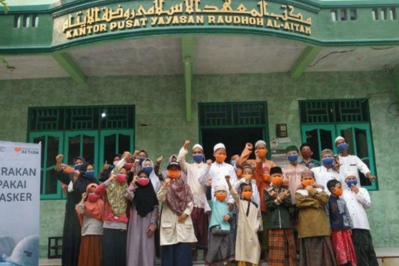 Rumah Zakat salurkan 2.564 masker kepada 17 pesantren