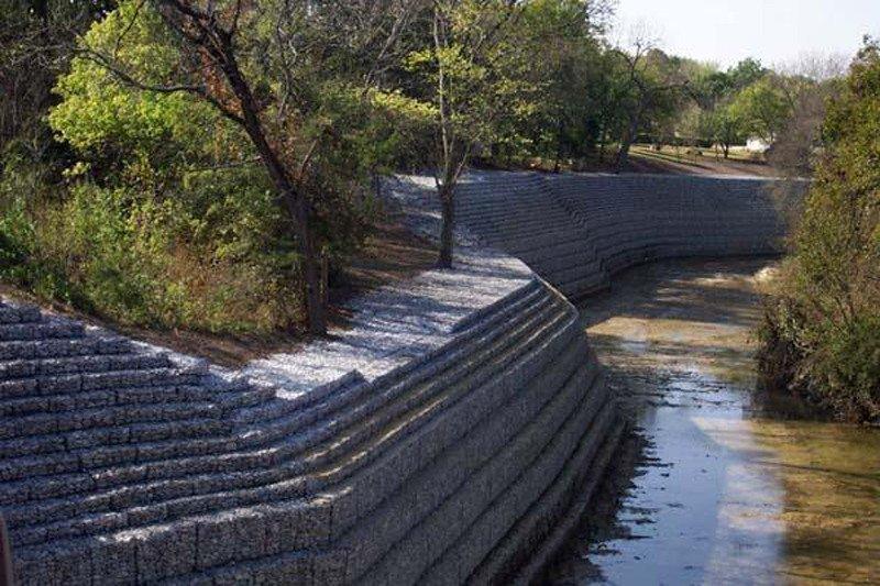 Pemkab Flotim bangun tembok penahan sungai cegah banjir dan longsor