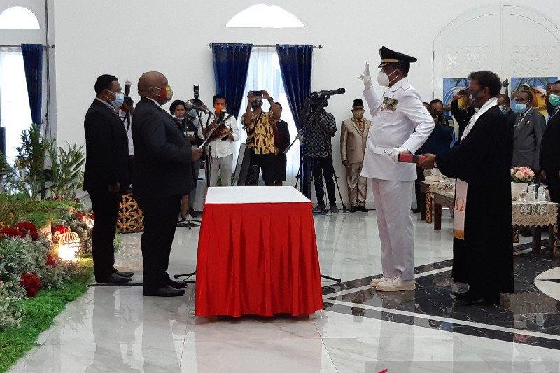 Wagub Papua kukuhkan Leonard J Sawerdani jadi Wakil Bupati Sarmi