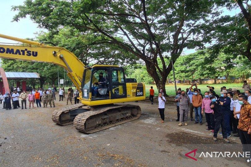 Renovasi Stadion Mattoanging dimulai dengan Pembongkaran